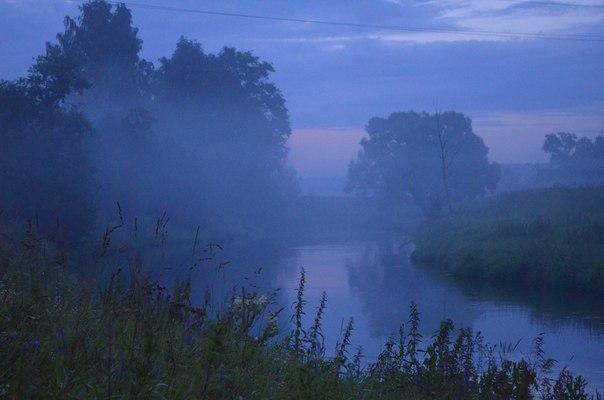 Синий туман над озером/ рекой